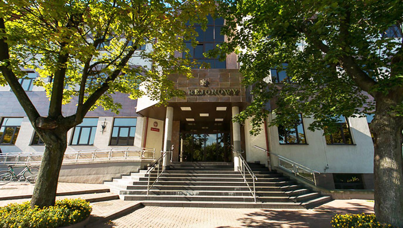 W Sądzie Rejonowym w Łomży ruszył proces b. dyrektorki szkoły oskarżonej m.in. o przyjmowanie pieniędzy od różnych osób za przyznawanie premii czy awansów (fot. lomza.so.gov.pl)