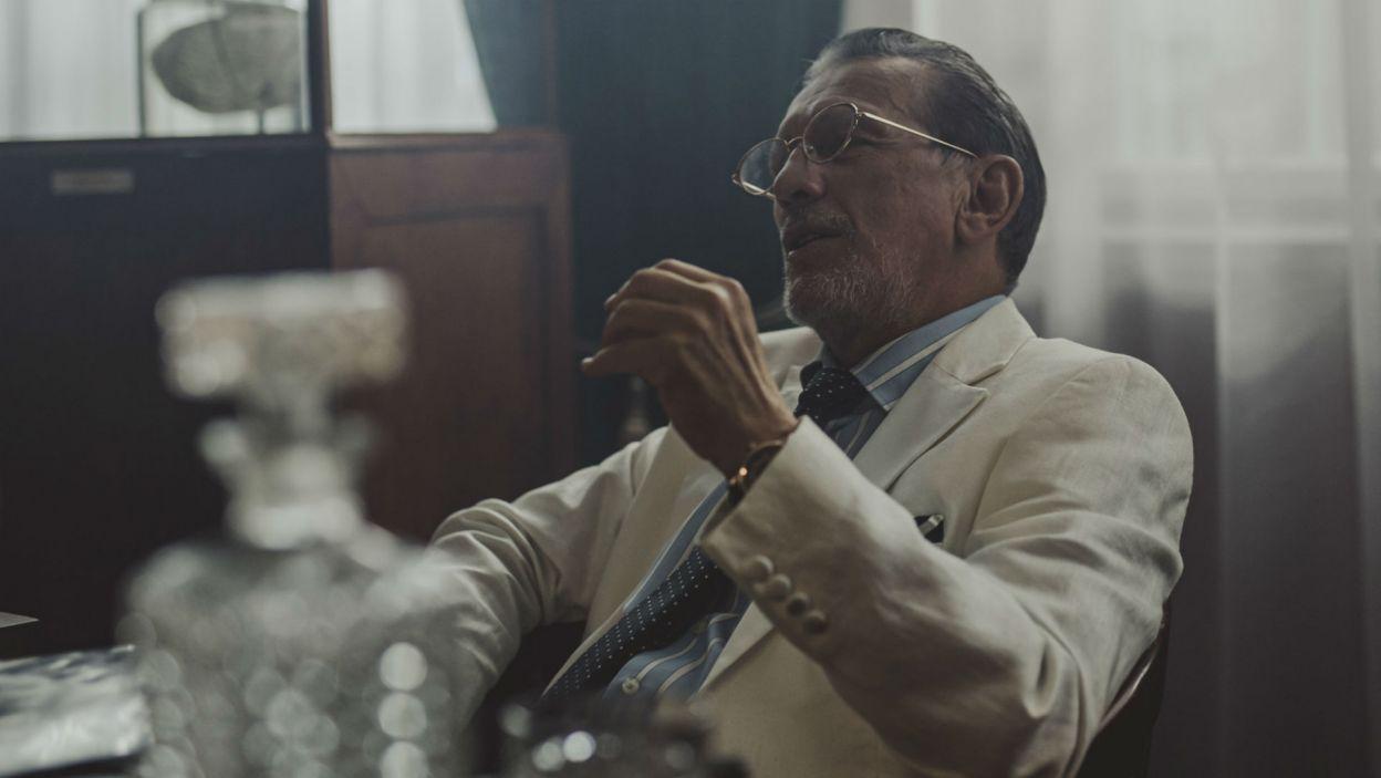 Placówką kieruje demoniczny Profesor; w tej roli wystąpił Jan Englert (fot. Stanisław Loba)