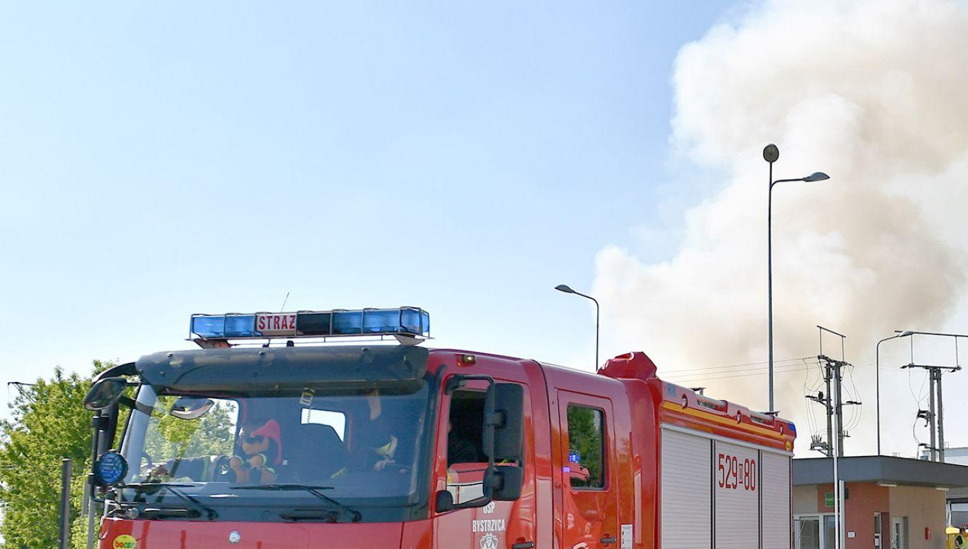 Pożar objął fragment powierzchni dachu o wymiarach ok. 10 na 10 metrów (fot. PAP/Maciej Kulczyński, zdjęcie ilustracyjne)