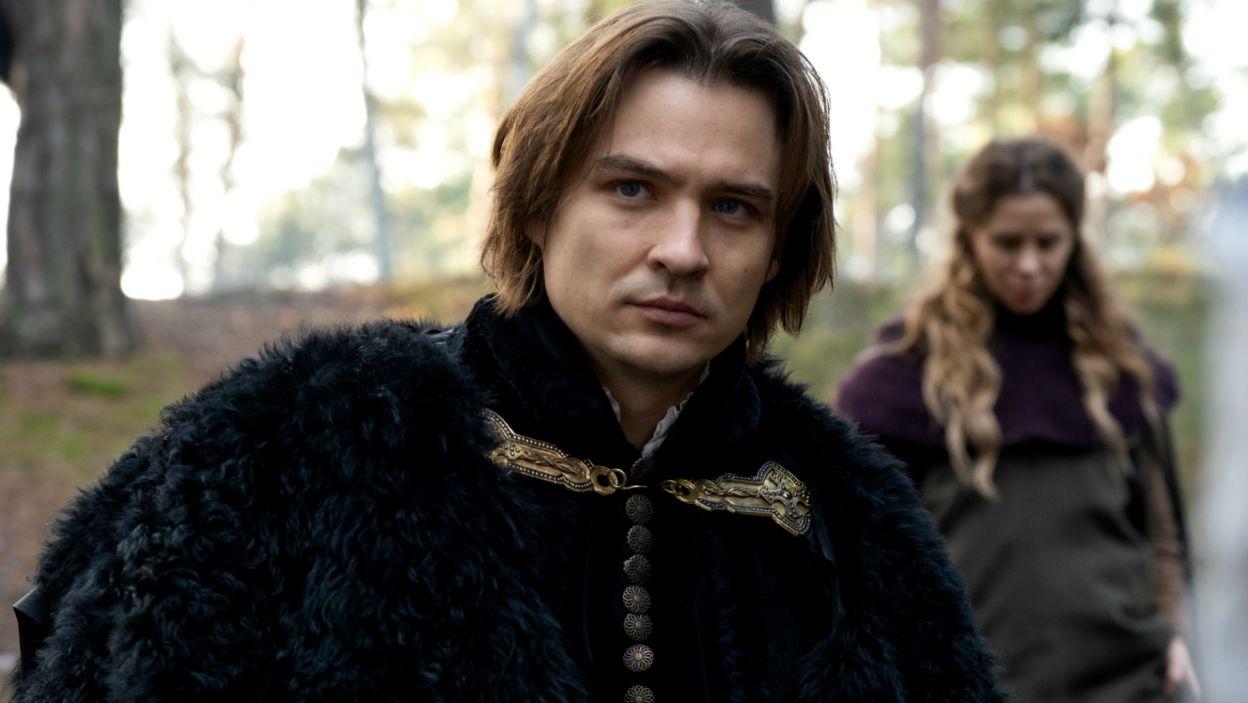Władysław początkowo zaczyna wątpić w wierność żony, ale postanawia posłuchać serca... (fot. TVP)