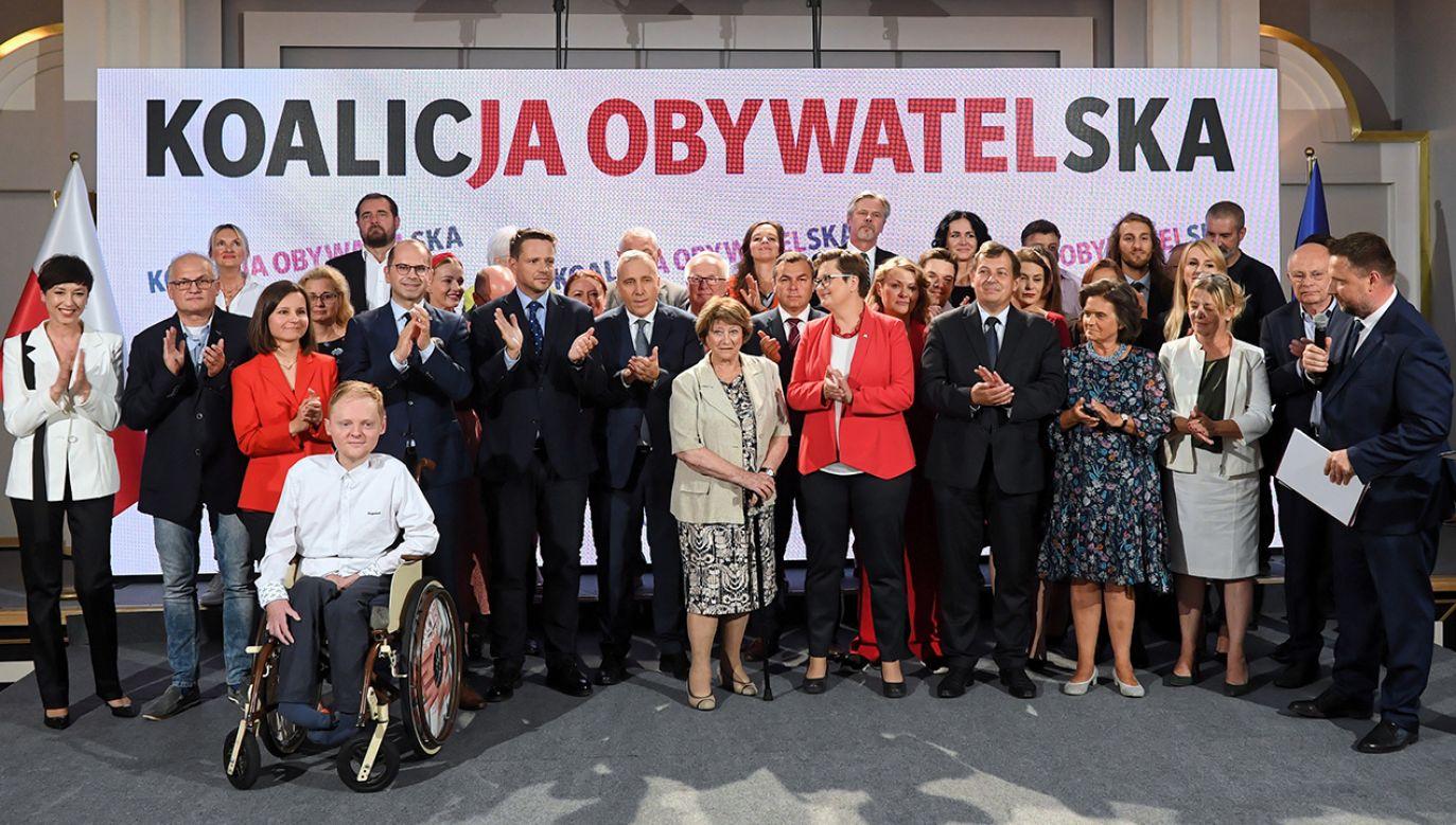 Posłowie Platformy Obywatelskiej marzą o odebraniu władzy Zjednoczonej Prawicy. Nie wykluczają nawet egzotycznej koalicji z Lewicą, PSL i Pawłem Kukizem. (fot. arch. PAP/Radek Pietruszka)