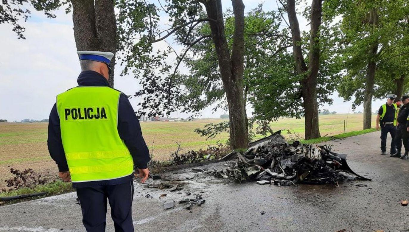 Tragedia na DW 643 w okolicy Mikołajek. Zginęły dwie osoby (fot. KPP Mrągowo)