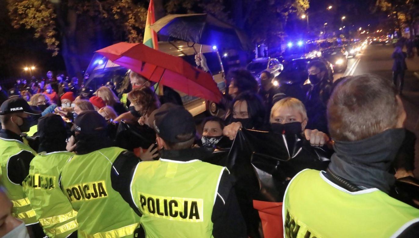 Rzecznik KSP tłumaczy zastosowanie środków przymusu bezpośredniego wobec manifestantów (fot. PAP/Wojciech Olkuśnik)