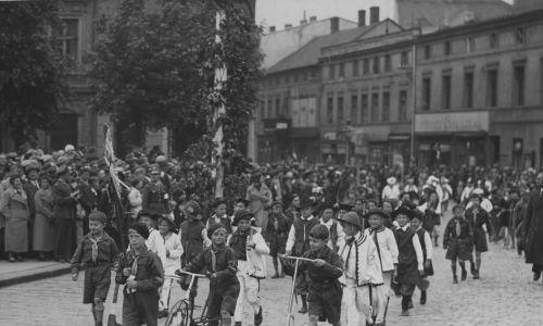 Lata 30. Mysłowice. Święto Wychowania Fizycznego i Przysposobienia Wojskowego.