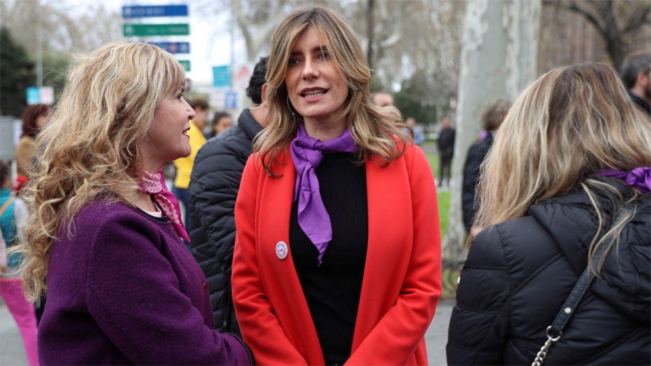 W manifestacji wzięła udział m.in. żona premiera Hiszpanii Begona Gomez, u której stwierdzono potem koronawirusa (fot. PAP/EPA/Rodrigo Jimenez)