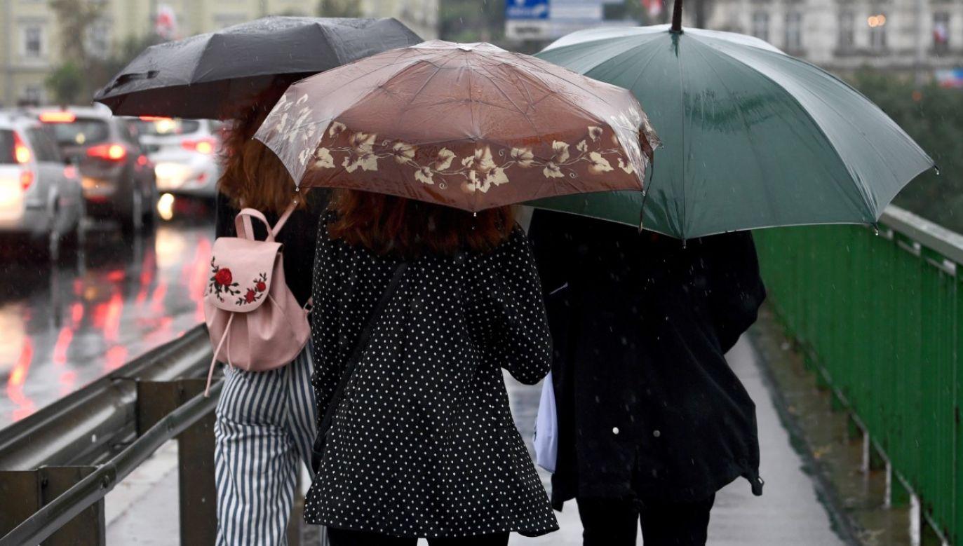 W całym kraju mają występować przelotne opady deszczu (fot. arch. PAP/Darek Delmanowicz)