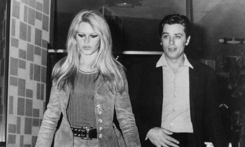 Między Schneider a Darc, Alain Delon miał wiele kobiet, także o znaczących nazwiskach. Był z Brigitte Bardot w 1961 roku. Na zdjęciu Bardot i Delon fotografowani przed hotelem w Rzymie, Włochy, ale już w 1967 r. Fot. KEYSTONE-FRANCE/Gamma-Rapho via Getty Images