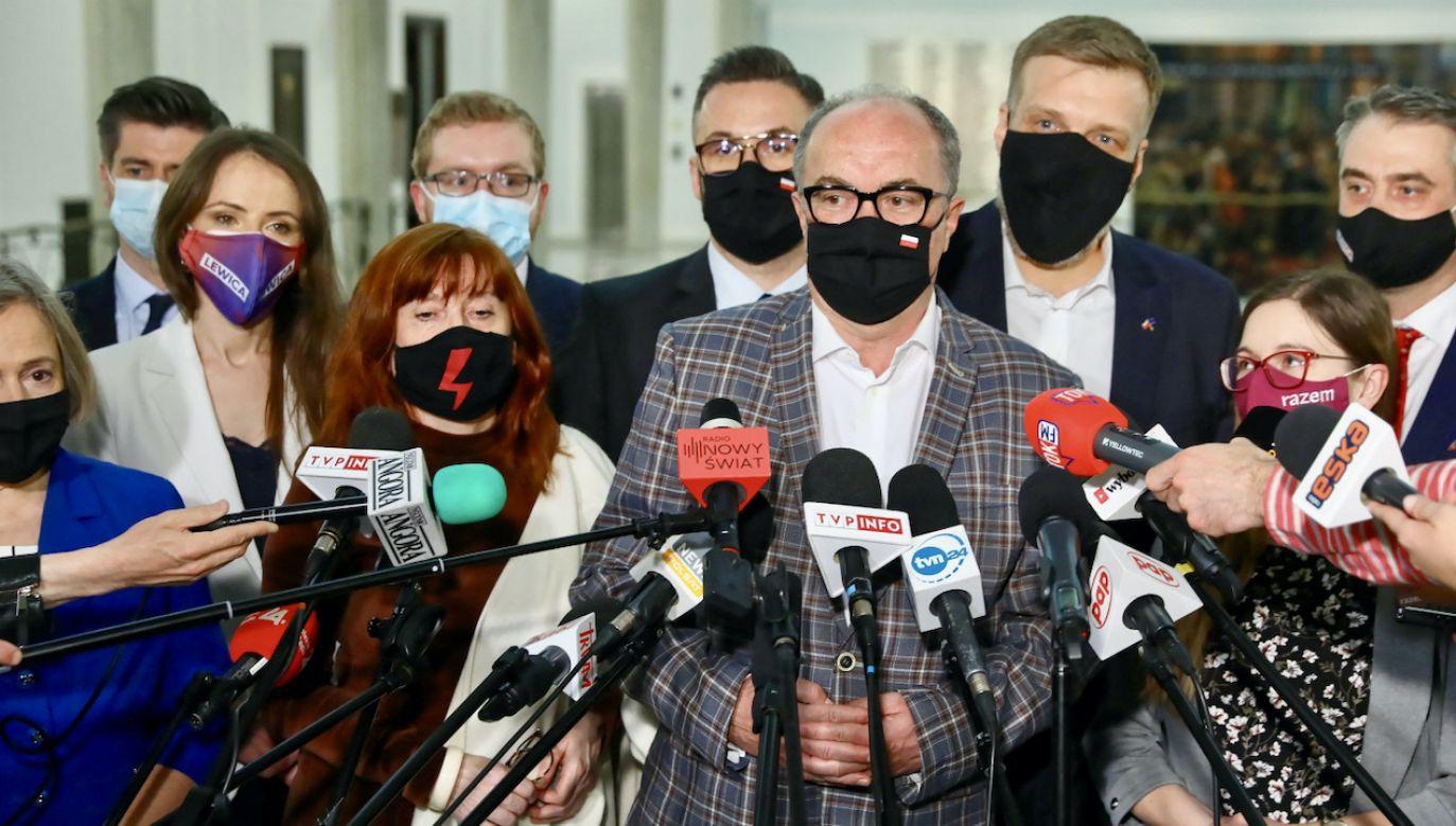 Politycy Lewicy podczas konferencji prasowej w Sejmie (fot. PAP/Rafał Guz)
