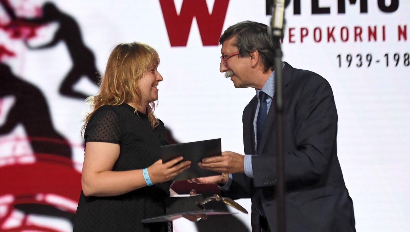 Magdalena Piejko otrzymała nagrodęza najlepszy polski film dokumentalny (fot. PAP/Marcin Gadomski)