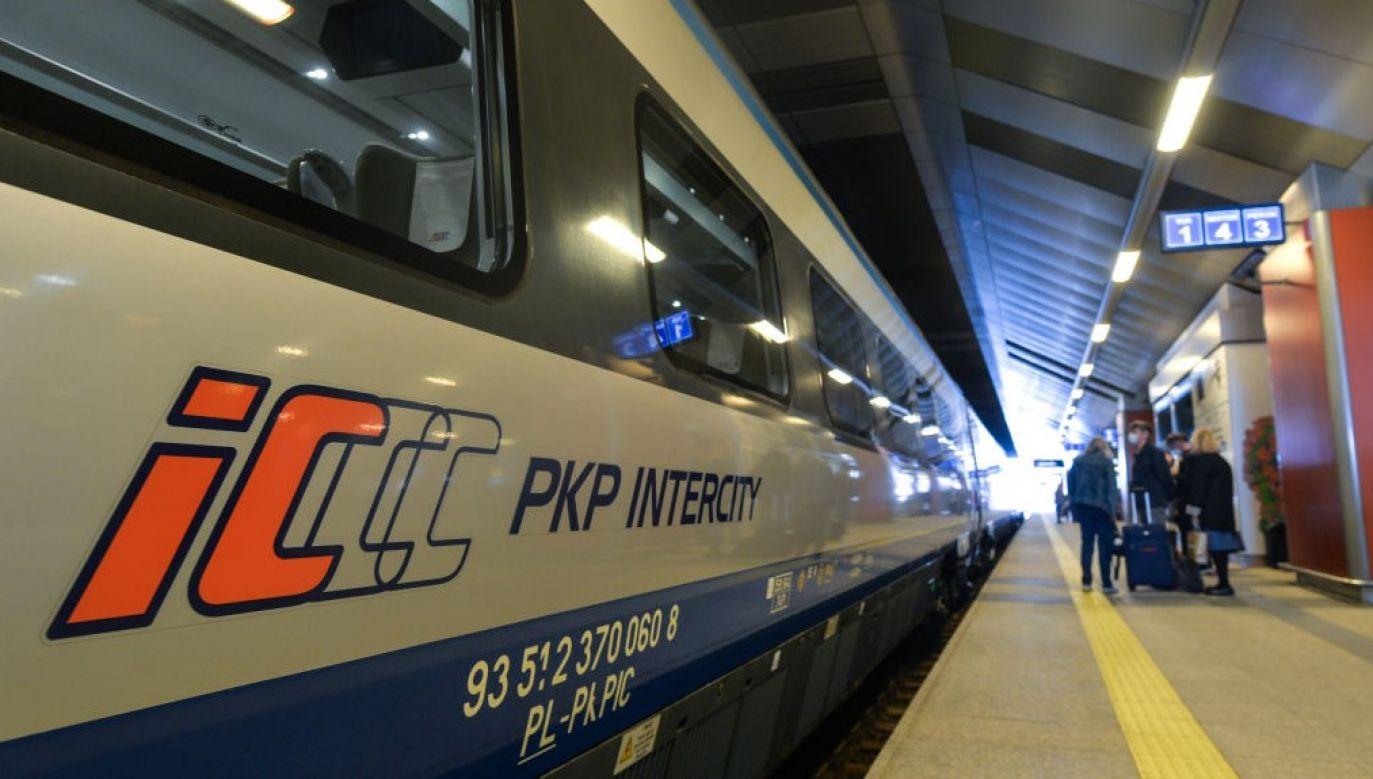 Informacje na temat dokładnych godzin kursowania pociągów w nocy z 24 na 25 października można uzyskać m.in. za pośrednictwem strony intercity.pl (fot. Artur Widak/NurPhoto via Getty Images)
