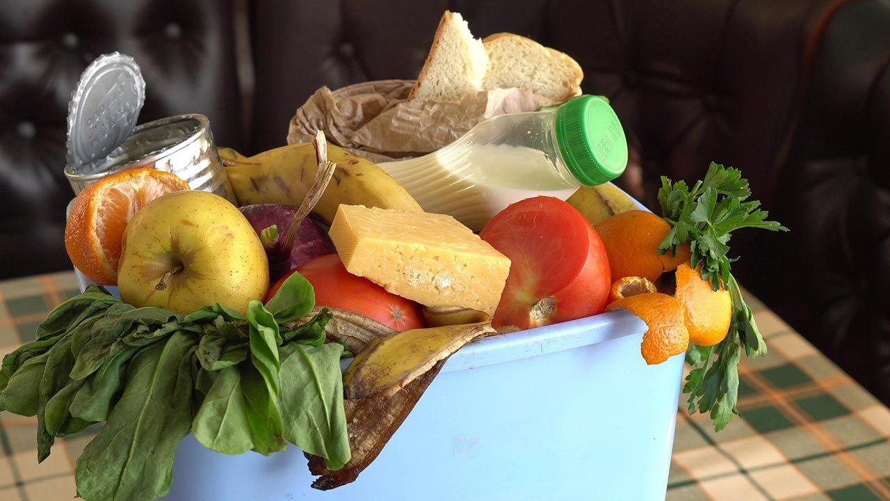 Blisko 50 tys. osób regularnie otrzymuje paczki lub posiłki w jadłodajniach Caritas (fot. Shutterstock/Fevziie)