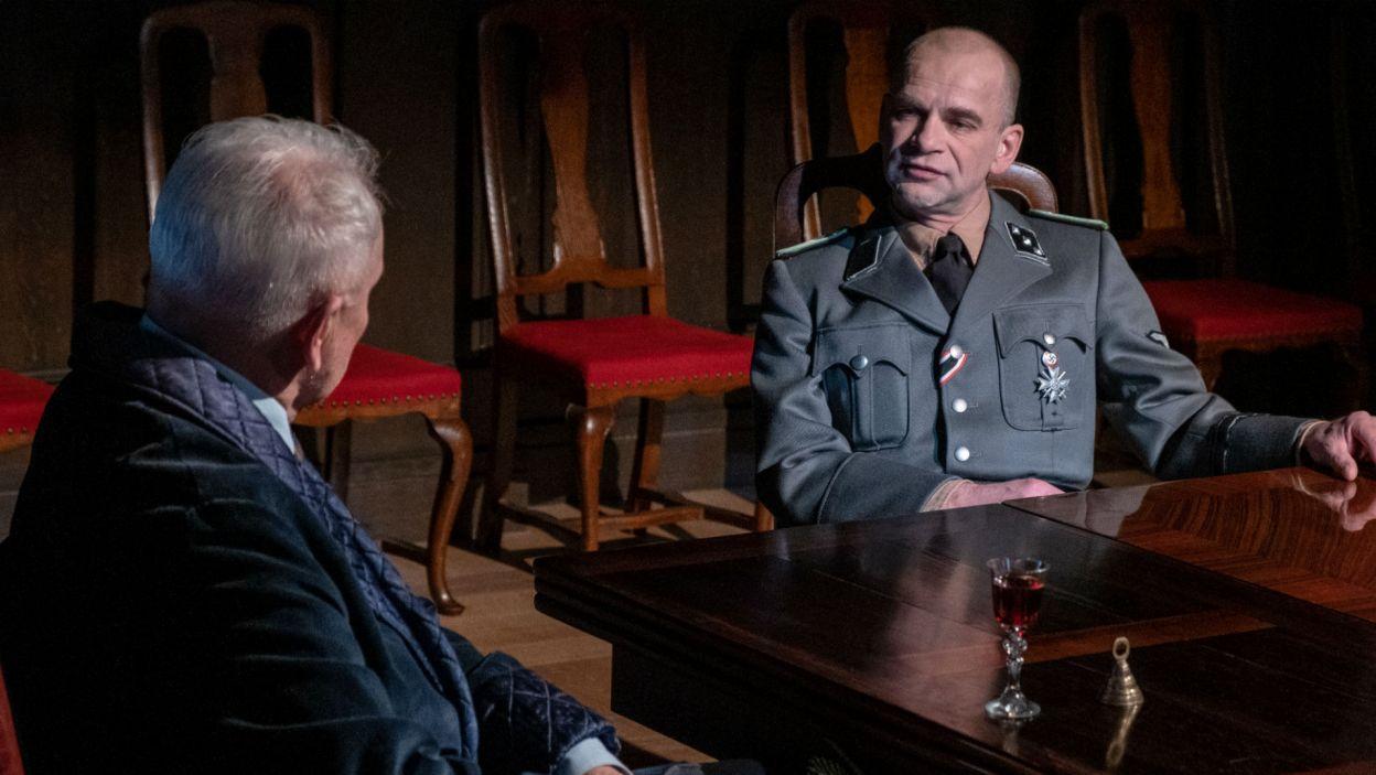 Jaką sprawę ma do Hrabiego zagrany przez Sławomira Packa Oficer Gestapo? (fot. Mateusz Zelnik)