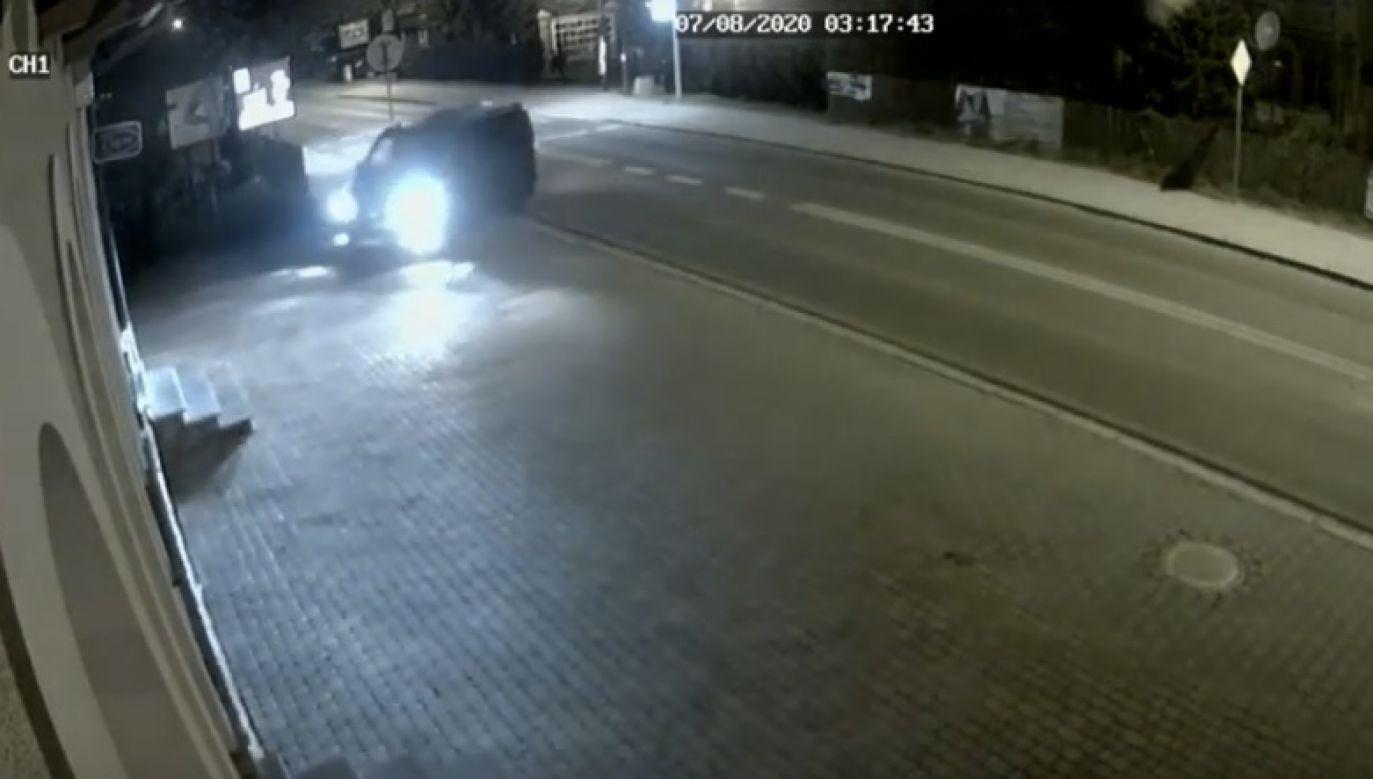 Sprawców nagrały kamery monitoringu (fot. yt/J Gut-Mostowy)