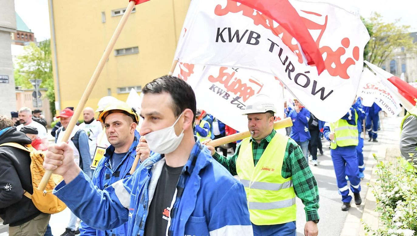 W obronie kopalni i elektrowni z Turowa manifestować będą związkowcy z Solidarności (fot. PAP/Maciej Kulczyński)