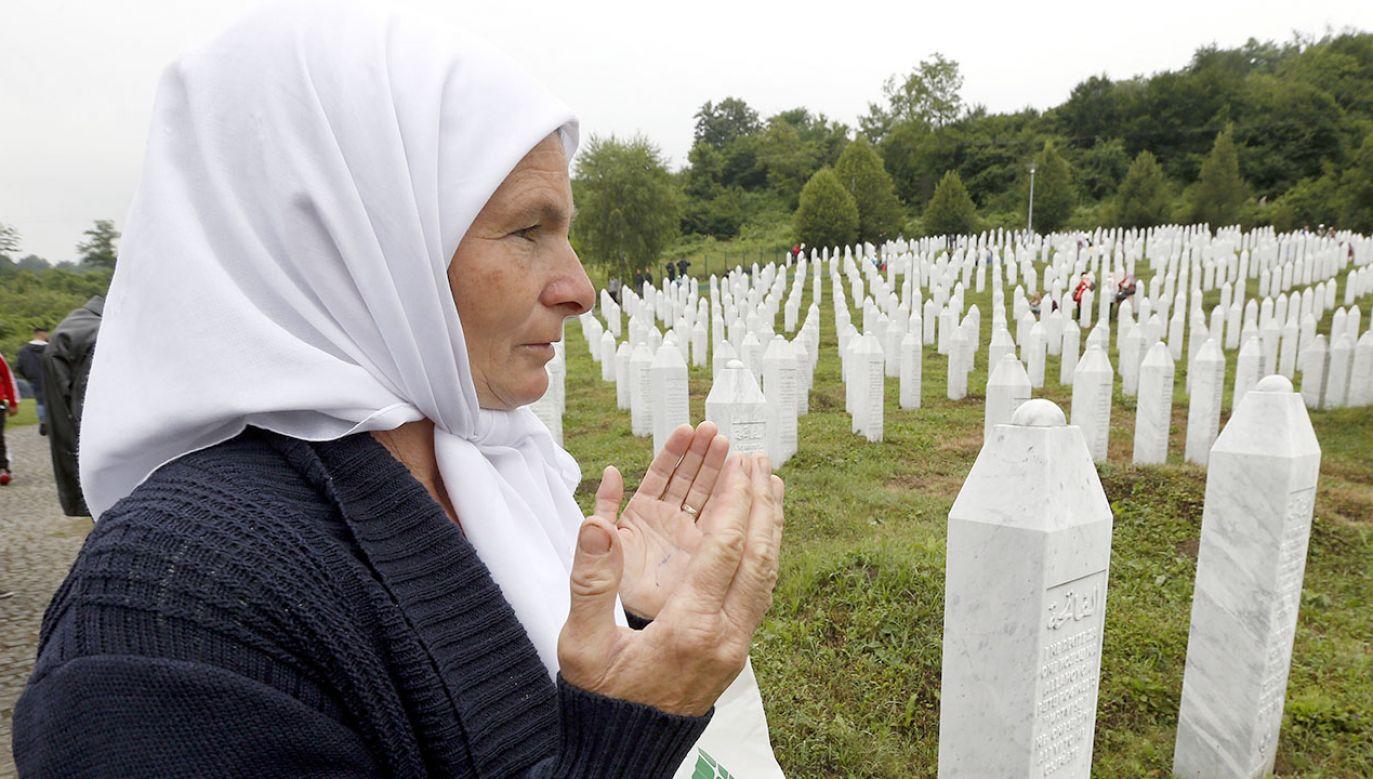 Podczas masakry w Srebrenicy w 1995 roku zginęło 350 Bośniaków (fot. PAP/EPA/FEHIM DEMIR)