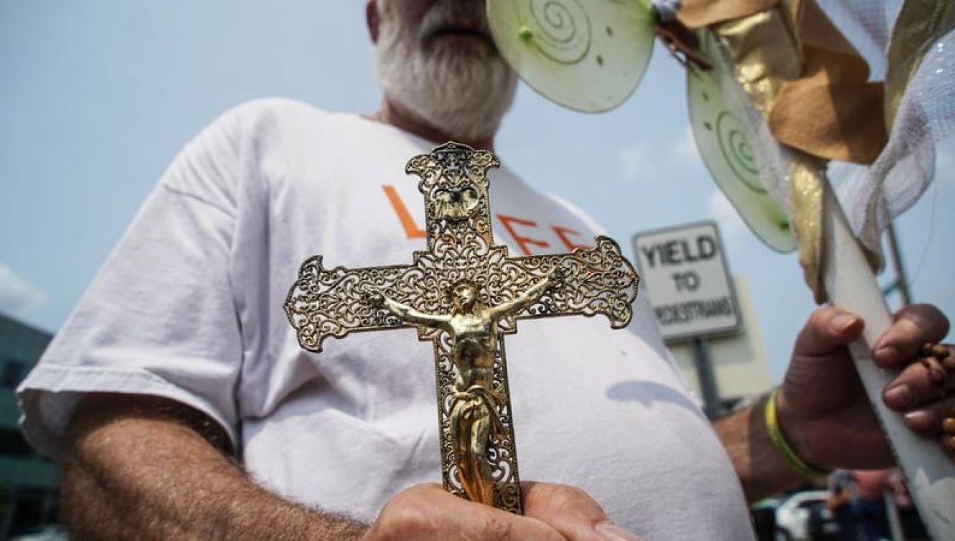 Ujawnienie przez Daleidena procederu handlu organami i tkankami pobranymi z zabitych ludzkich płodów spowodowało liczne protesty przed klinikami aborcyjnymi (fot. REUTERS/Lawrence Bryant)