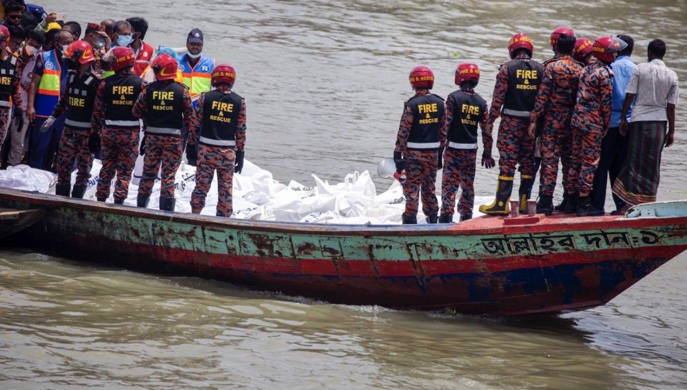 Akcja ratunkowa wciąż trwa (fot. PAP/ EPA/MONIRUL ALAM)