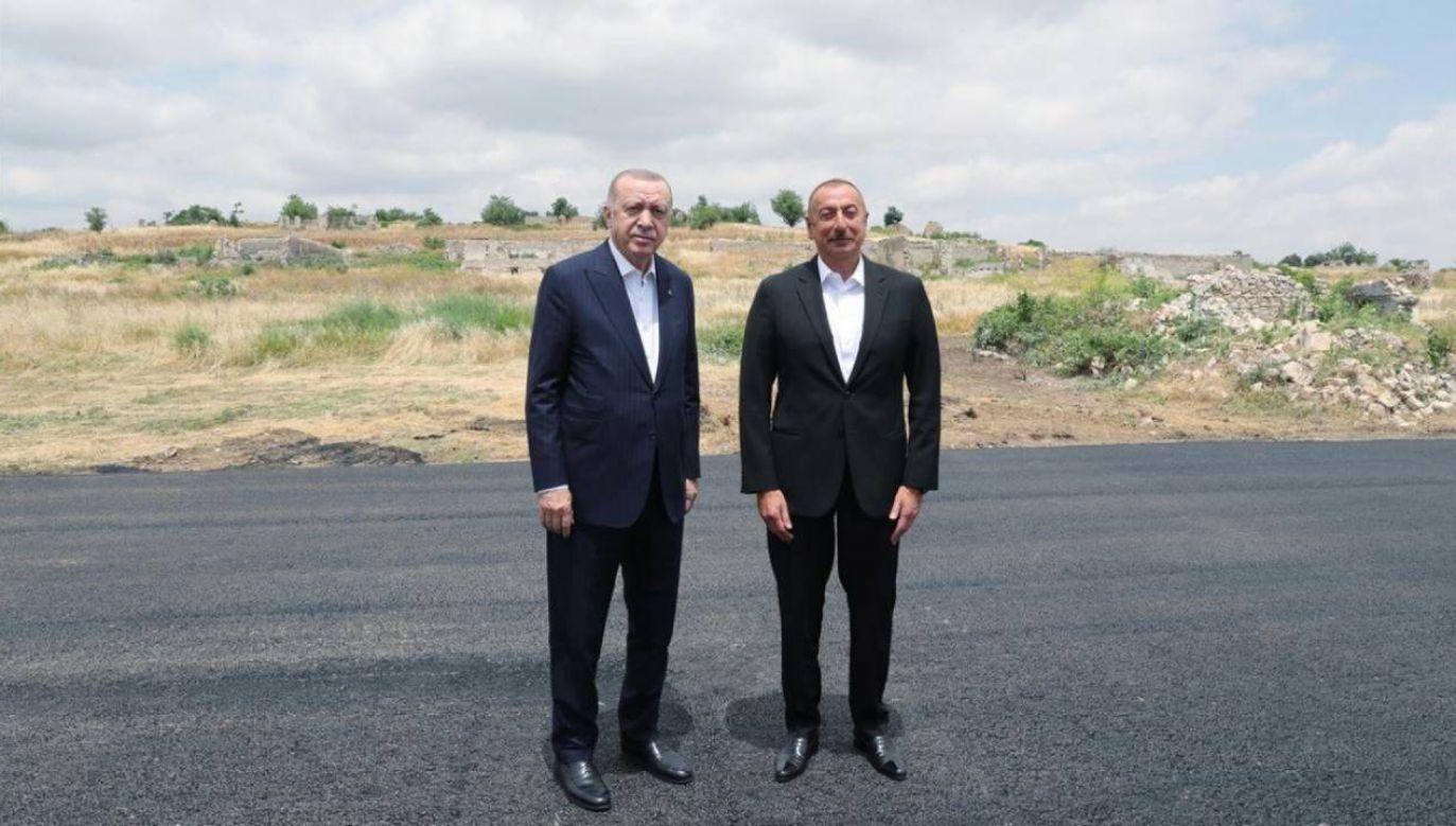 Recep Tayyip Erdogan spotkał się w Szuszy z Ilhamem Alijewem (fot. PAP/EPA/AZERBAIJAN'S PRESIDENT'S PRESS OFFICE HANDOUT)
