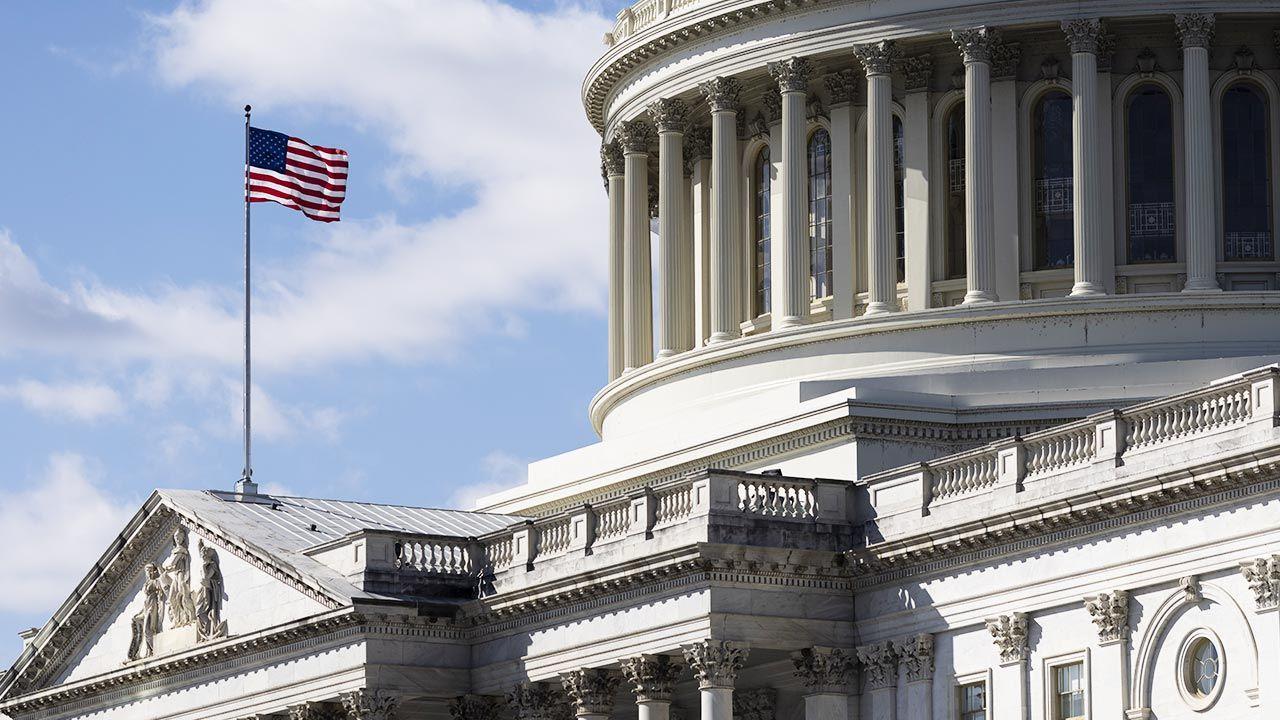 W USA Senat przegłosował gigantyczny pakiet na czas pandemii (fot. Ting Shen/Bloomberg via Getty Images)