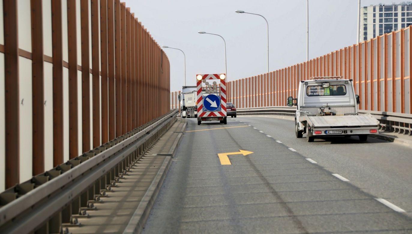 Prawdopodobnie przyczyną fatalnych statystyk jest znacznie szybsza jazda po opustoszałych ulicach(fot. PAP/Wojciech Olkuśnik)