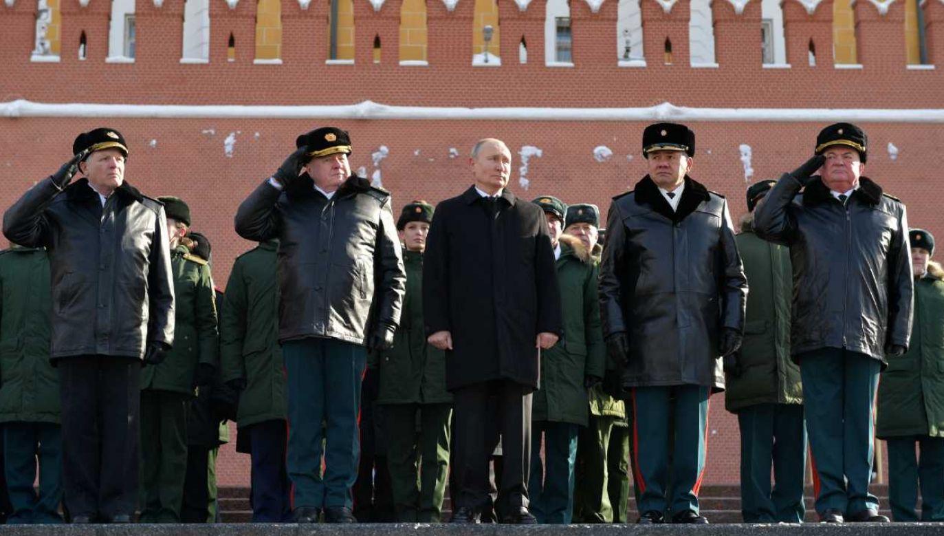 Rosja oskarżana o prowadzenie wojny hybrydowej przeciw Zachodowi (fot. PAP/EPA/ALEXEI DRUZHININ / KREMLIN POOL/SPUTNIK)
