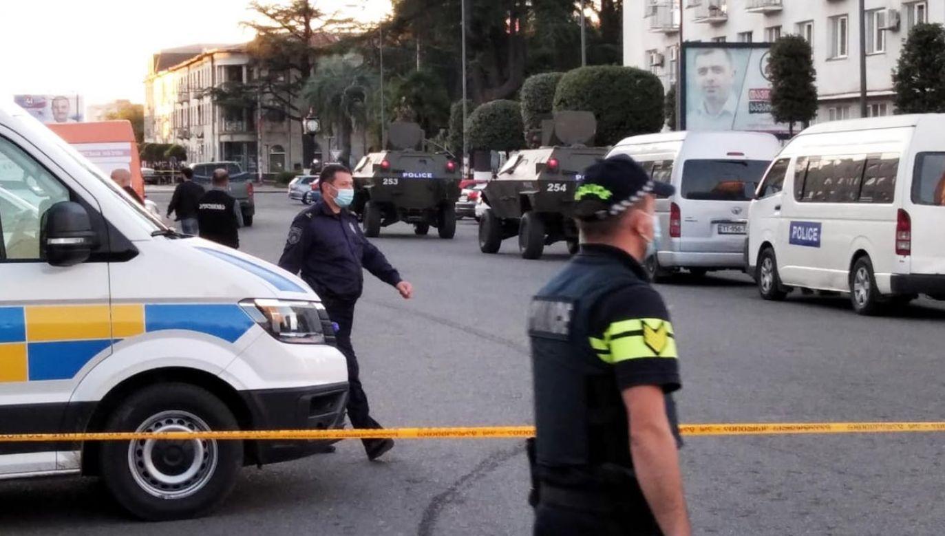 Napastnik dał policji dwie godziny na spełnienie swych żądań (fot. Davit Kachkachishvili/Anadolu Agency via Getty Images)
