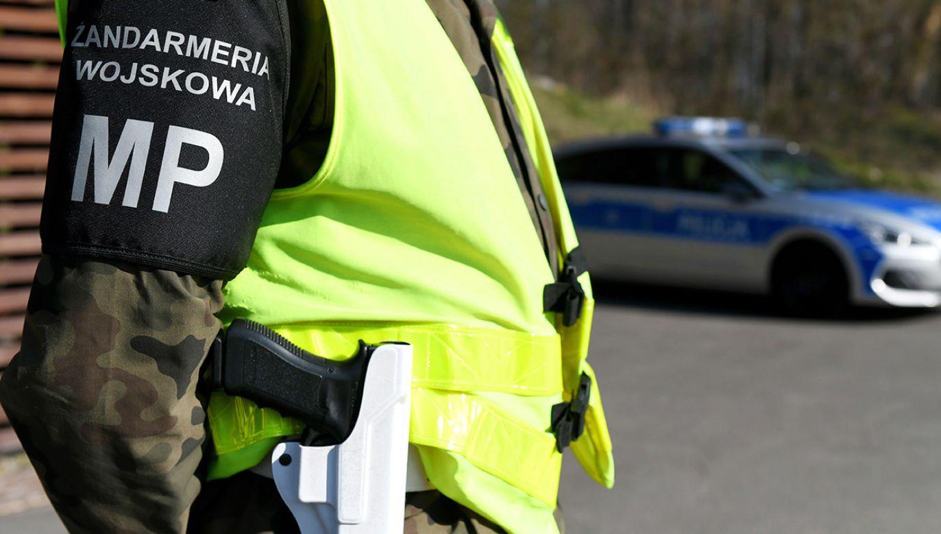 Zatrzymanym przedstawiono zarzuty oszustwa i przekroczenia uprawnień przez funkcjonariusza publicznego (fot. PAP/Darek Delmanowicz)