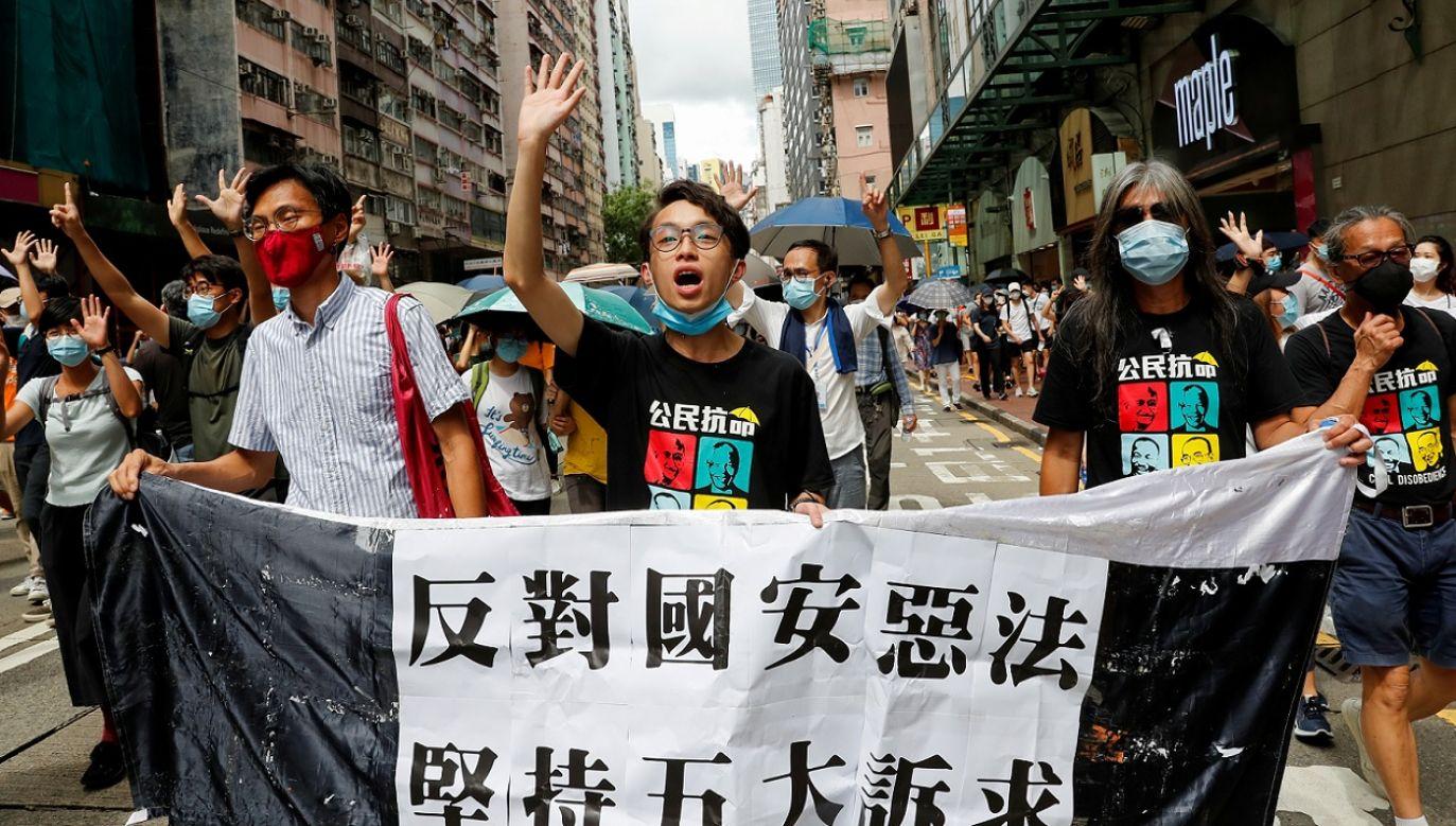 Hongkońska policja zatrzymała za udział w nielegalnych zgromadzeniach 370 osób (fot. Reuters/Tyrone Siu)