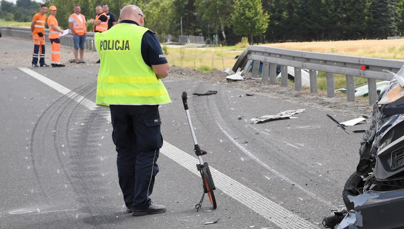 Dwóch mężczyzn zostało przewiezionych do szpitala (fot. PAP/Darek Delmanowicz, zdjęcie ilustracyjne)