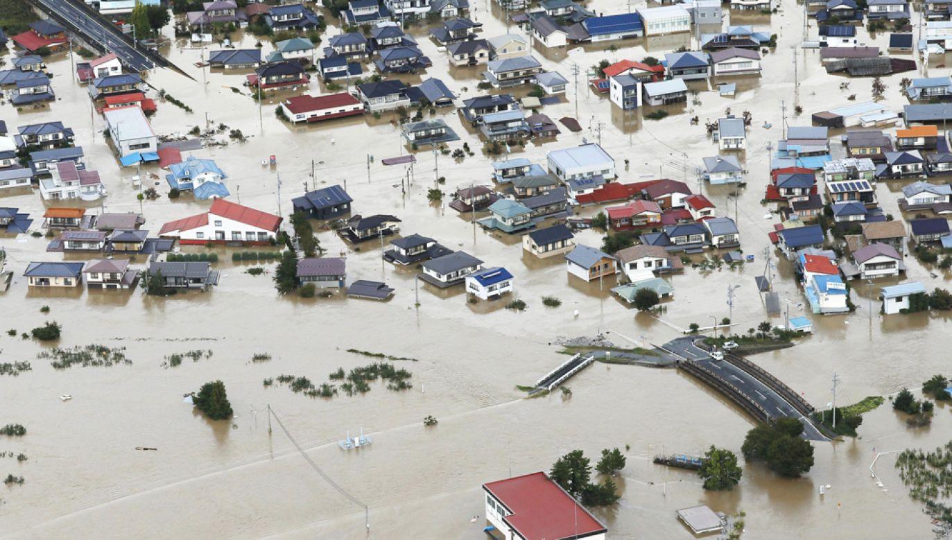 Władze ostrzegają w niedzielę o rosnącym zagrożeniu powodziowym w regionie Kanto we wschodniej Japonii, na wyspie Honsiu (fot. Kyodo News / Contributor / Getty Images)