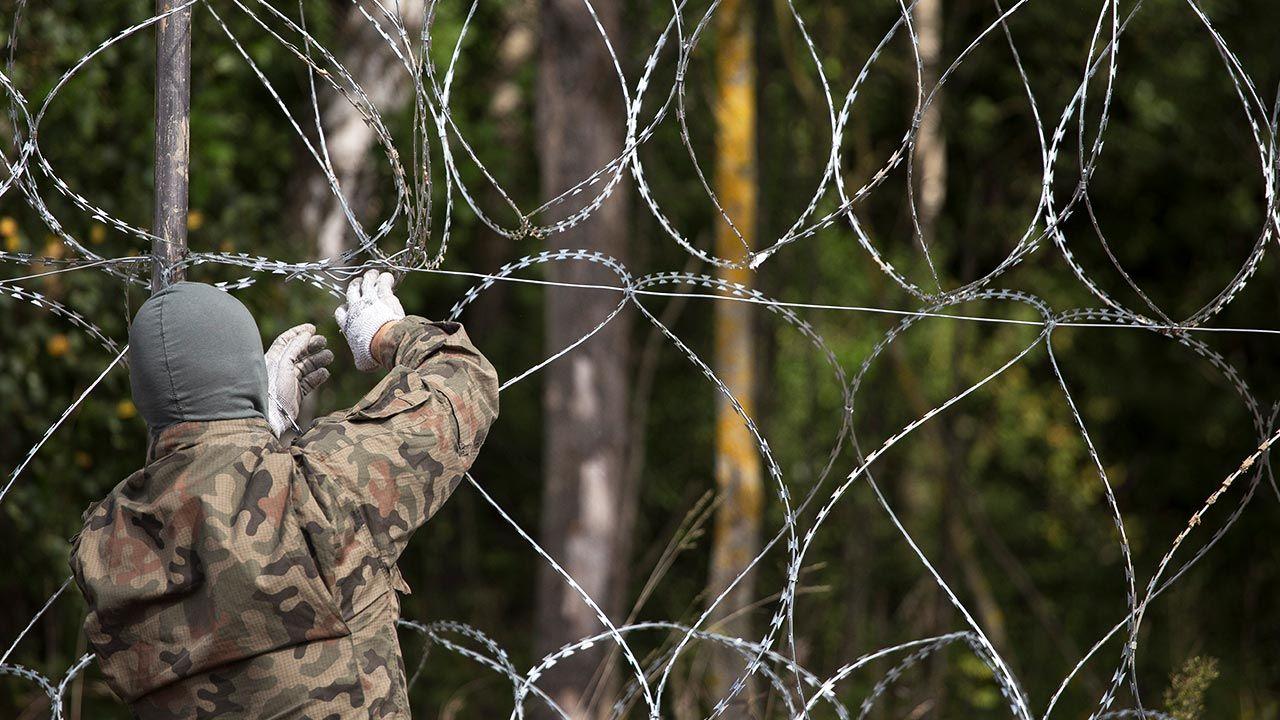 Ustawa ws. muru na granicy (fot.  Maciej Luczniewski/NurPhoto via Getty Images)