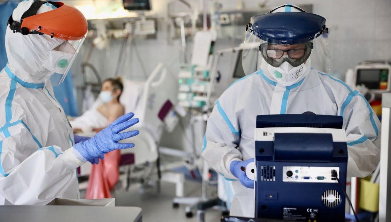 Resort zdrowia potwierdził również kolejne zakażenia (fot. PAP/Leszek Szymański)