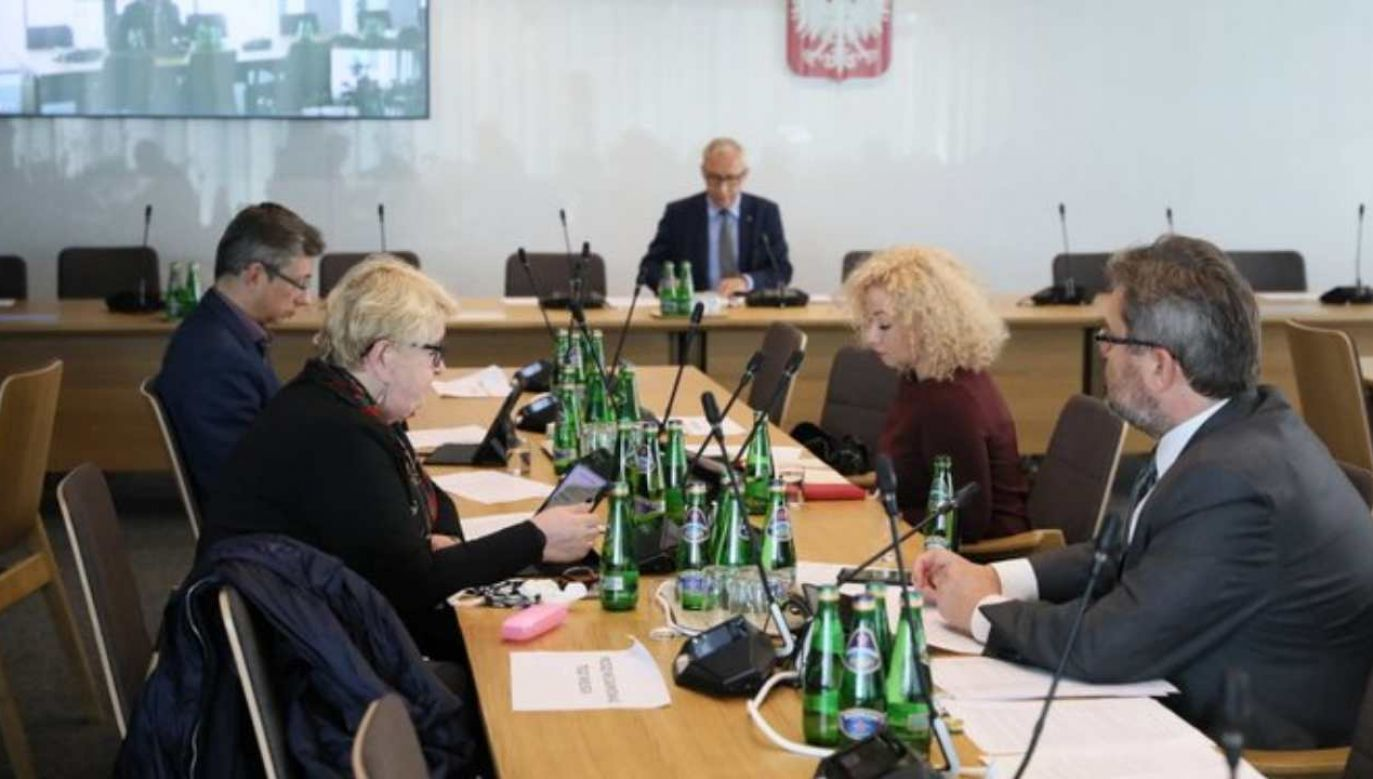 W sejmowej komisji regulaminowej, spraw poselskich i immunitetowych odbyło się pierwsze czytanie projektu zmian w Regulaminie Sejmu.