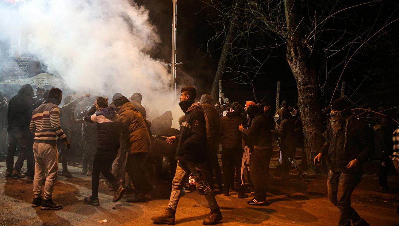 Policja przeprowadziła nalot m.in. na posiadłość Arafata Abou-Chakera (fot.  Elif Ozturk/Anadolu Agency via Getty Images, zdjęcie ilustracyjne)