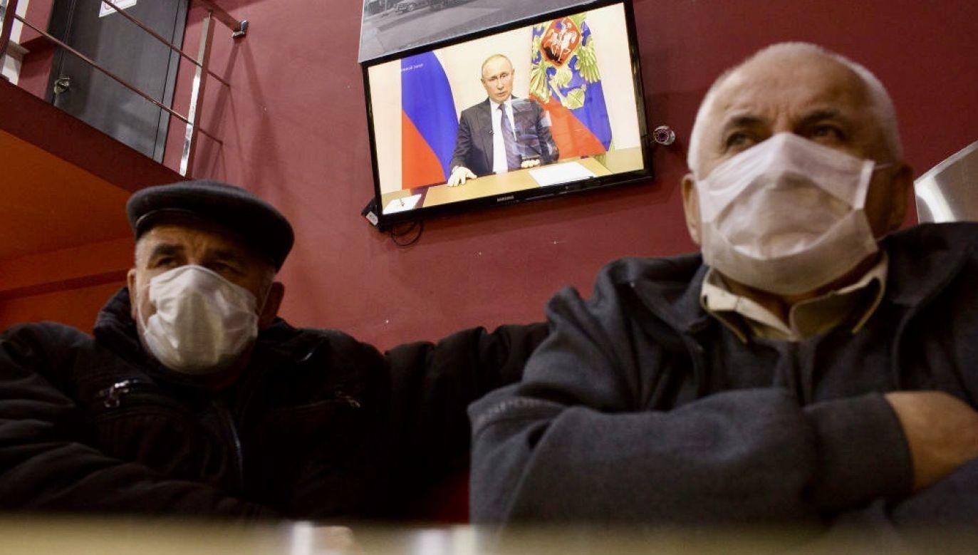 Łącznie z powodu koronawirusa zmarło w Rosji ponad 2,1 tysiąca. Tylko w ciągu ostatniej doby 107 osób (fot. Andrey Rudakov/Bloomberg via Getty Images)