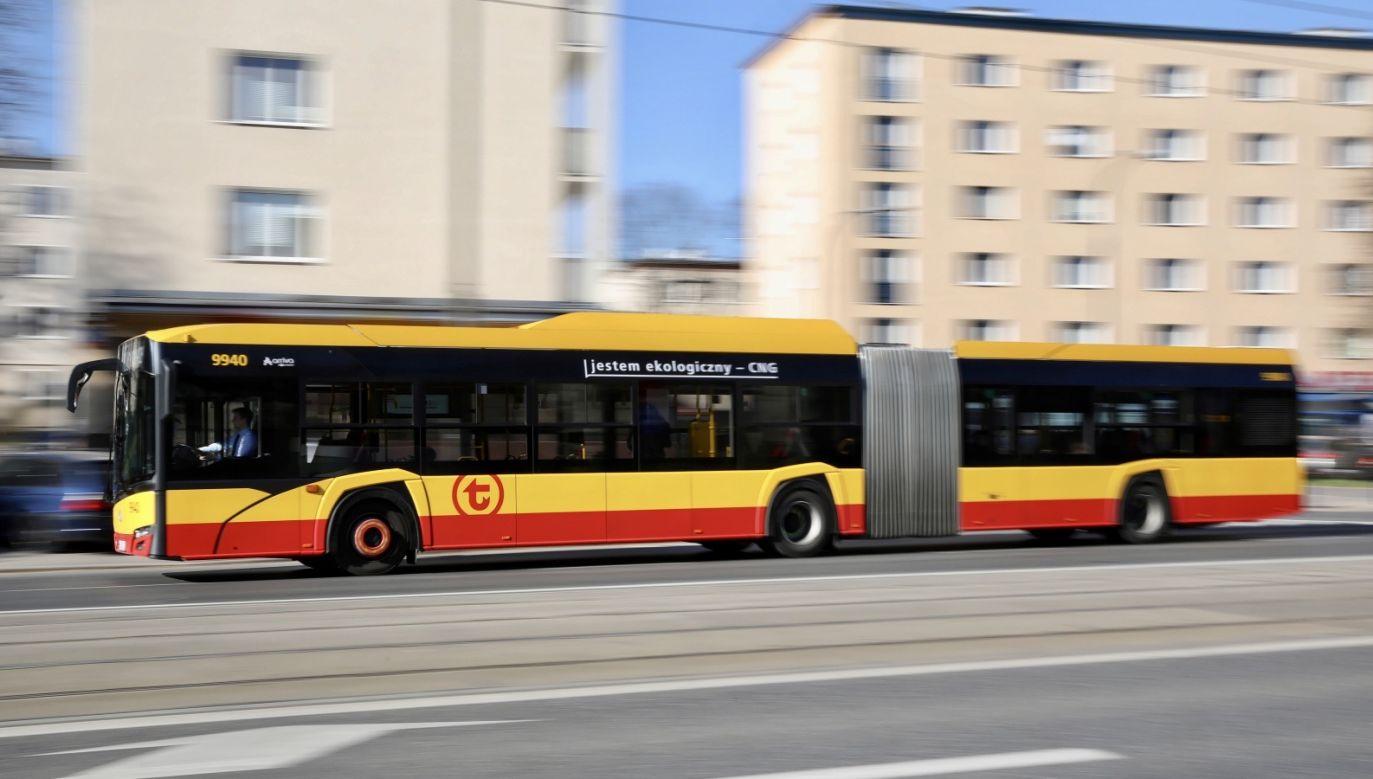 Część pracowników musi pójść na kwarantannę (fot. PAP/Leszek Szymański)