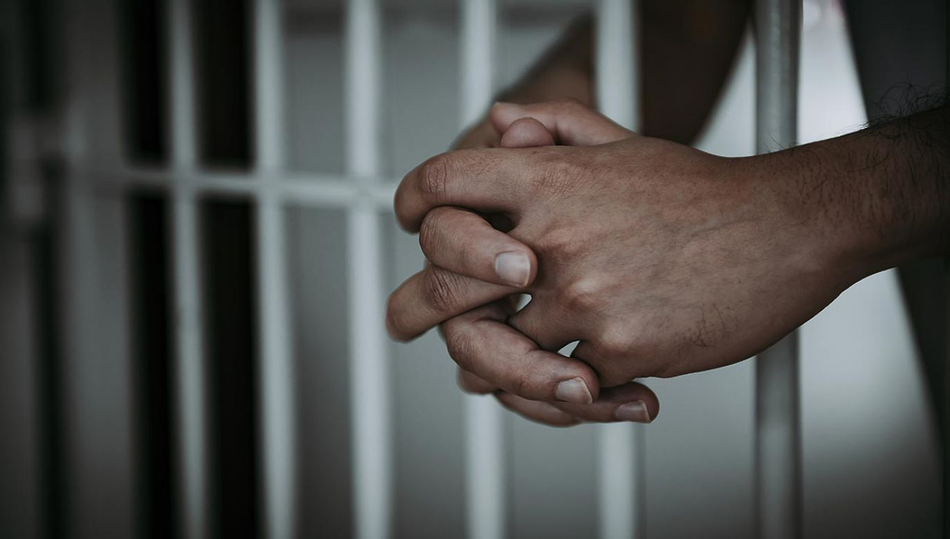 Karę wymierzono im według przelicznika 7-12 lat za każdego imigranta ze statku, na którym pracowali (fot. shutterstock/kittirat roekburi)