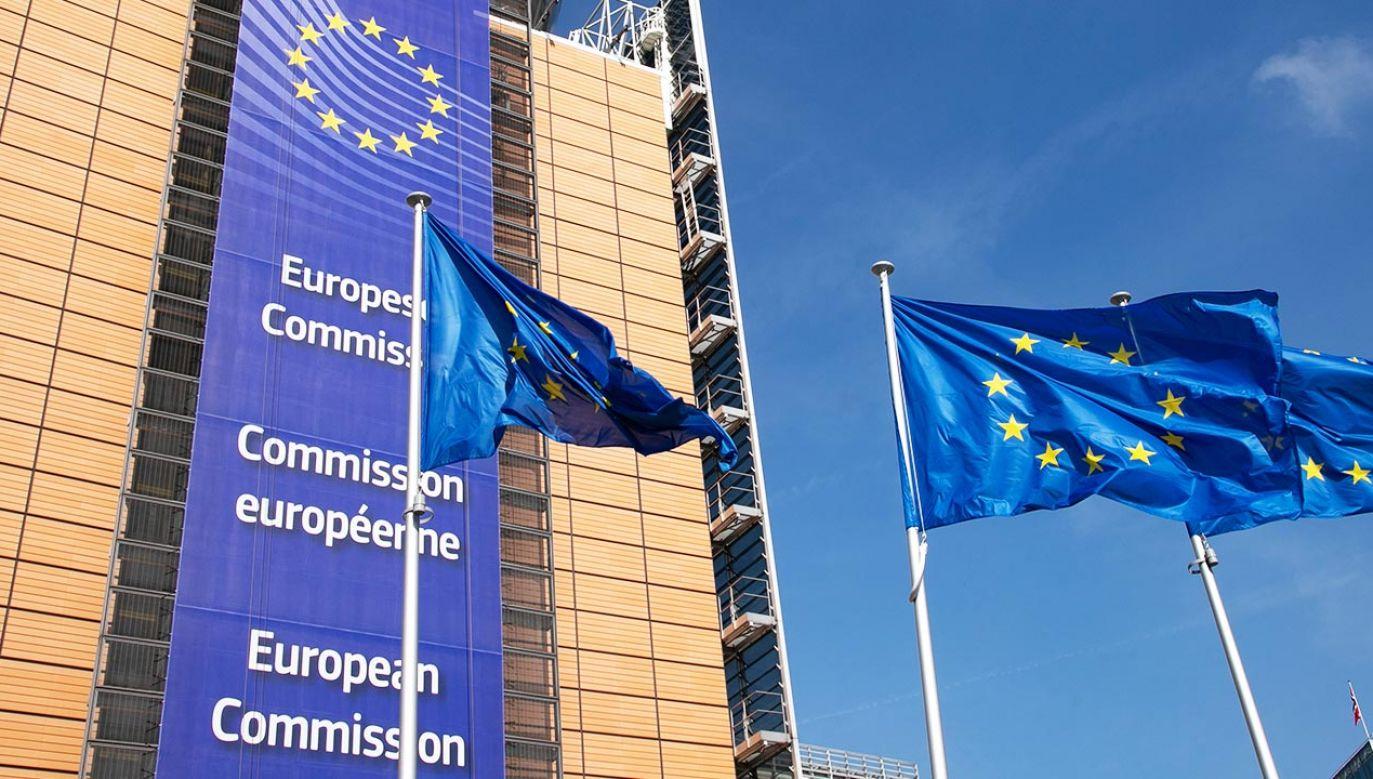 Dotychczasowa wymiana listów między Brukselą a Warszawą nie przyniosła porozumienia (fot. Nicolas Economou/NurPhoto via Getty Images)