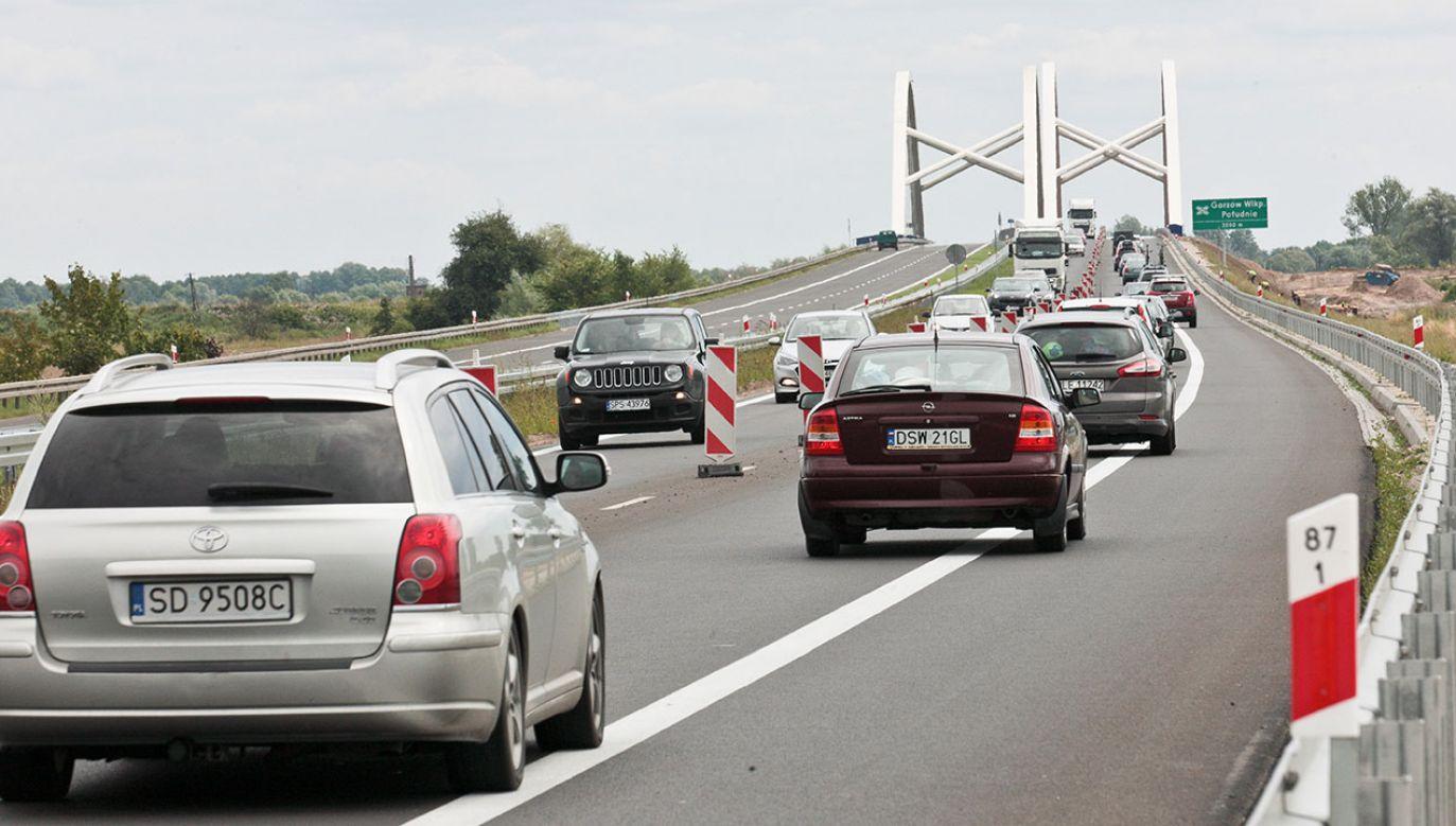 Większość krajów Europy wprowadziło opłaty za korzystanie z autostrad oraz dróg  krajowych (fot. arch.PAP/Lech Muszyński)