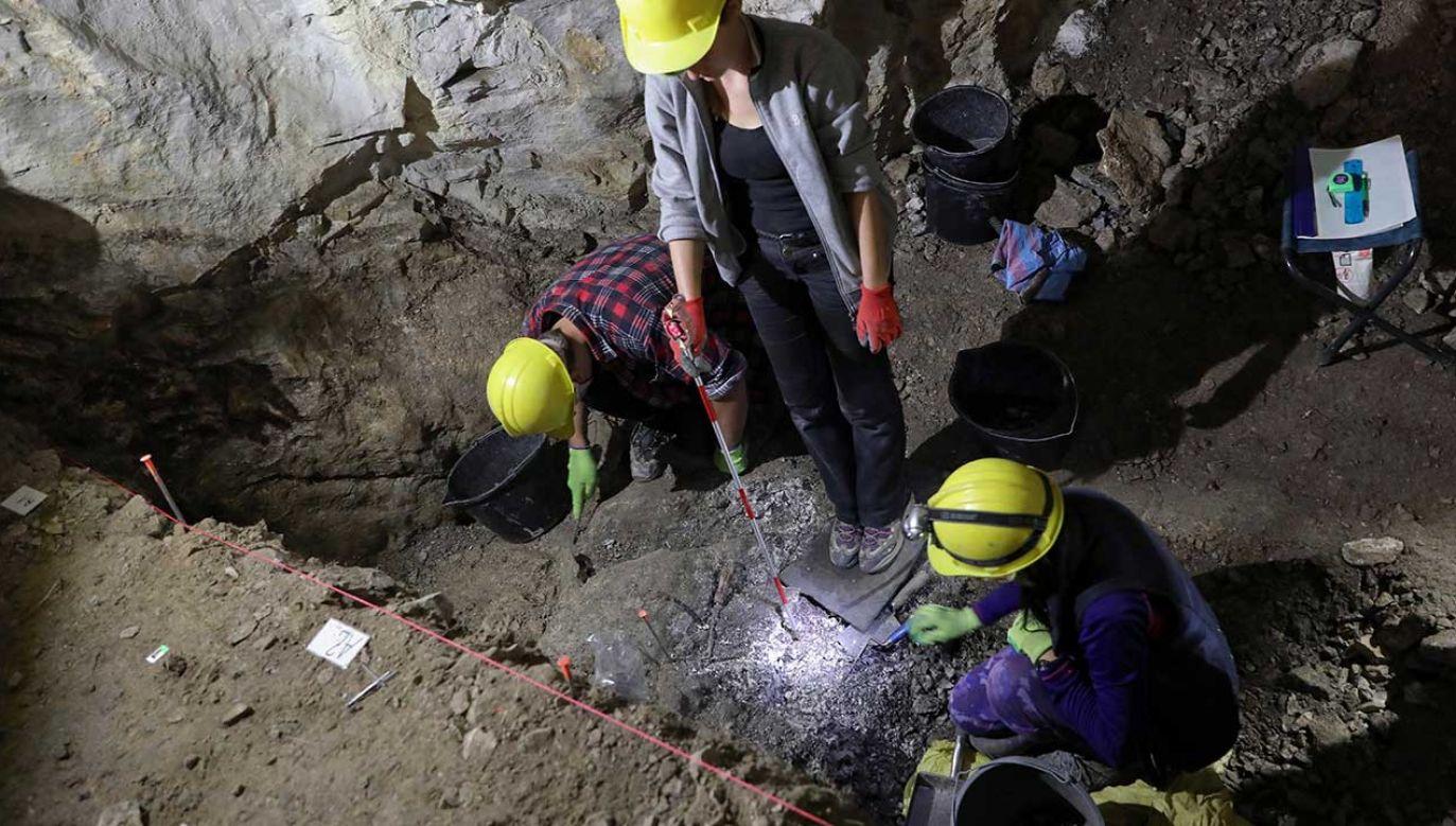 Prace archeologiczne w Jaskini nad Huczawą w Tatrach (fot. PAP/Grzegorz Momot)