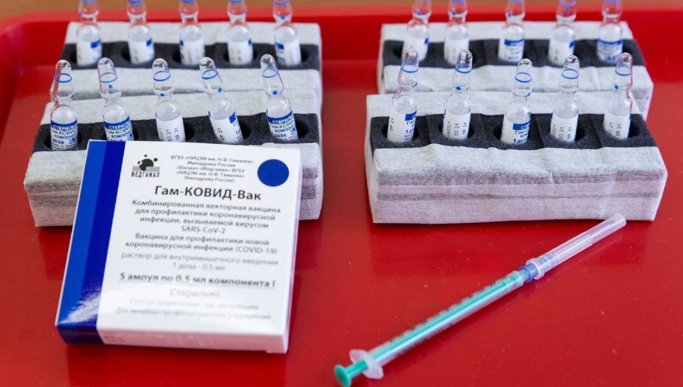 Szczepionka przeciw COVID-19 Sputnik V nie ma certyfikatu EMA (fot. PAP/EPA/Csaba Krizsan)