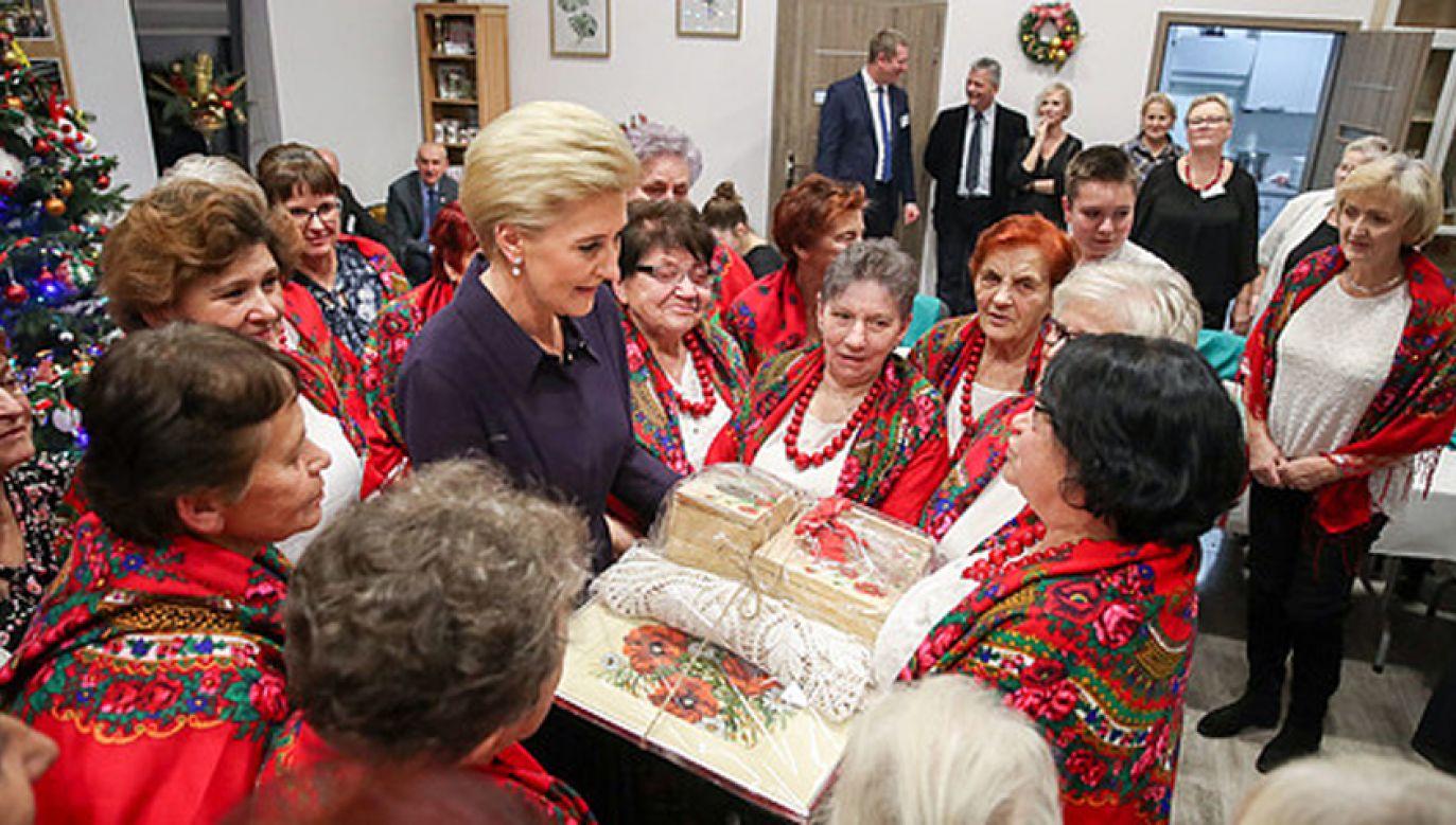Małżonka prezydenta dołączyła do warsztatów zdrowotnych (fot. KPRP/Grzegorz Jakubowski)