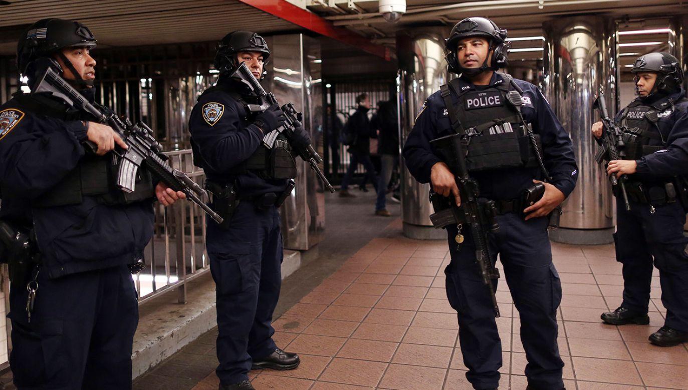 Mężczyzna zdetonował bombę rurową w zatłoczonym przejściu podziemnym metra na Manhattanie (fot. Mohammed Elshamy/Anadolu Agency/Getty Images)