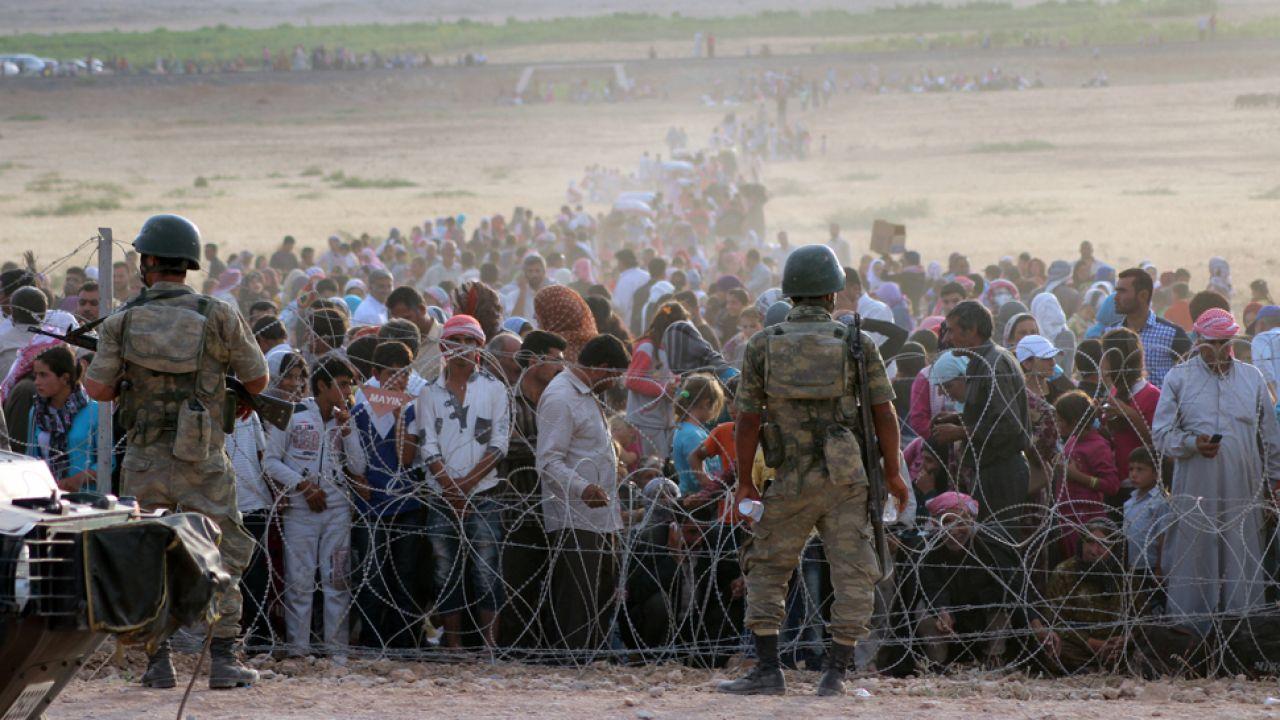 Od kilku lat do Turcji napływa nieprzerwany strumień uchodźców z Syrii (fot. Halil Fidan/Anadolu Agency/Getty Images)