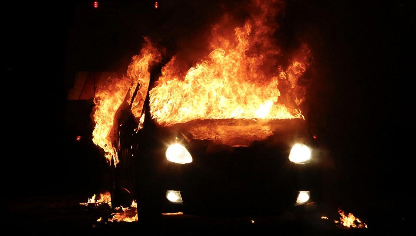 Wandale demolowali sklepy i podpalali samochody (fot. Hasan Esen/Anadolu Agency via Getty Images)