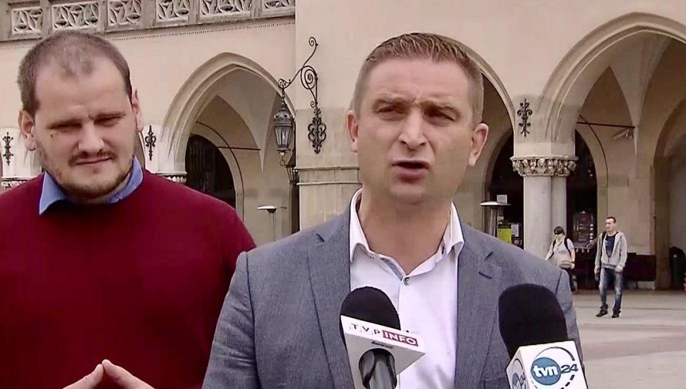 Jak dodał Robert Bąkiewicz, środowisko narodowe oczekuje od Andrzeja Dudy realizacji postulatów m.in. dotyczących obrony życia (fot. TVP Info)
