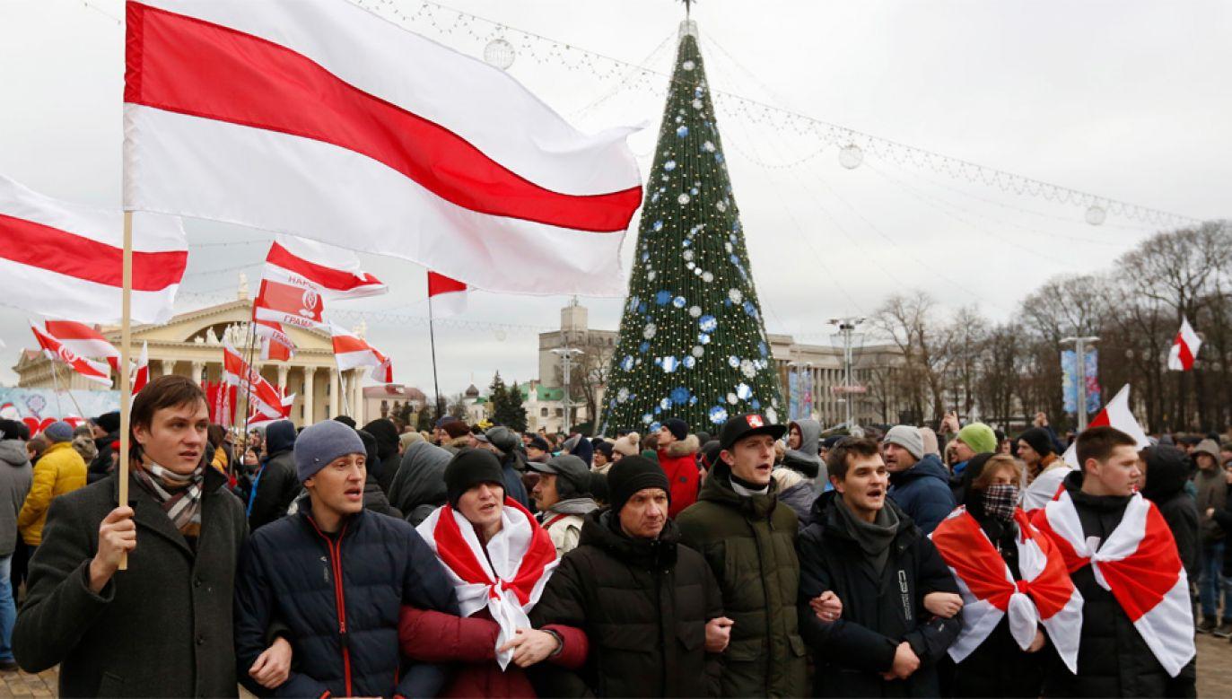 Opozycja sprzeciwia się planom władz (fot. PAP/EPA/TATYANA ZENKOVICH)