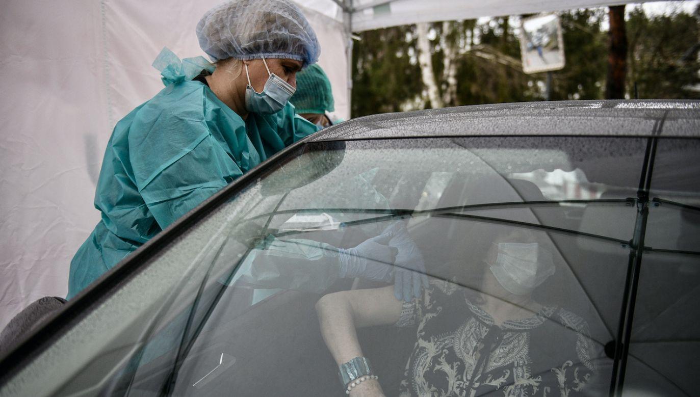 Premier znów zachęcił do szczepień przeciw COVID-19 (fot. tt/@PremierRP)