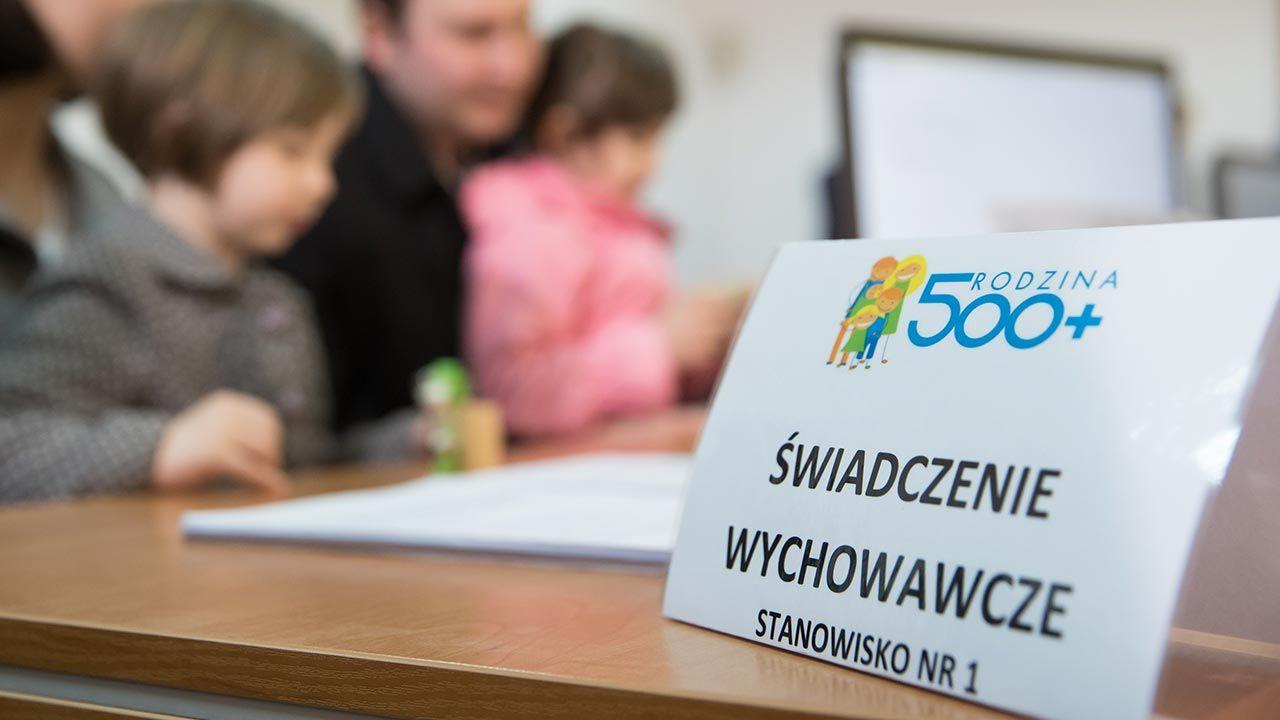 500 Plus przysługuje od narodzin do 18 lat (fot. Forum/Krystian Maj)
