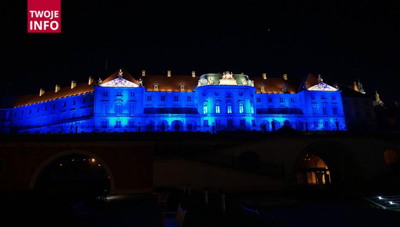 7 kwietnia to Światowy Dzień Zdrowia. Elewacja Zamku Królewskiego w Warszawie rozbyśnie na niebiesko, na znak, wdzięczności Pracownikom Służby Zdrowia w  trudnych czasach pandemii (fot. Twoje Info)